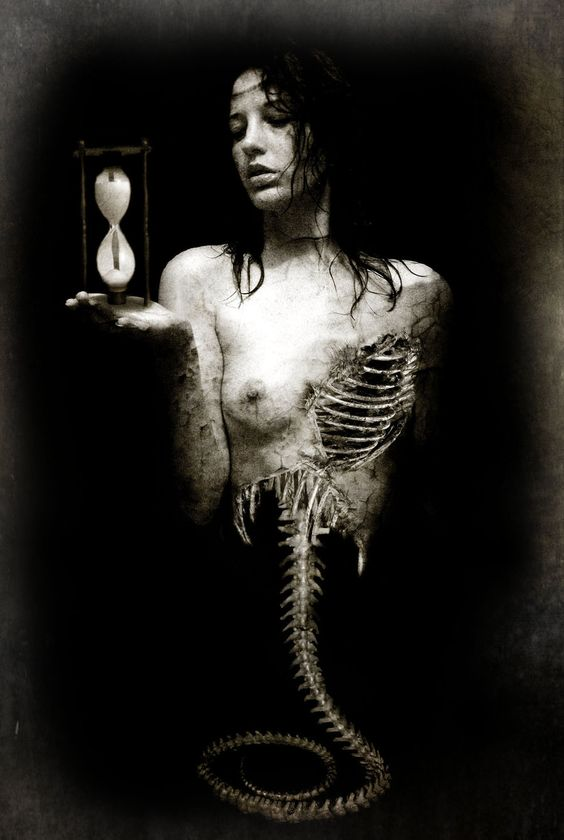 time-glass-skeleton-woman
